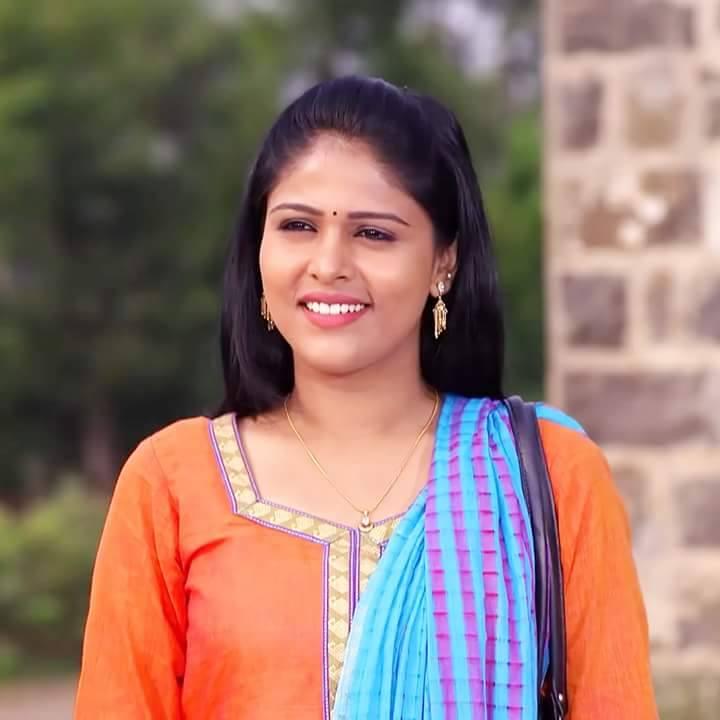 Akshaya Deodhar Marathi Actress 6 Marathicelebscom