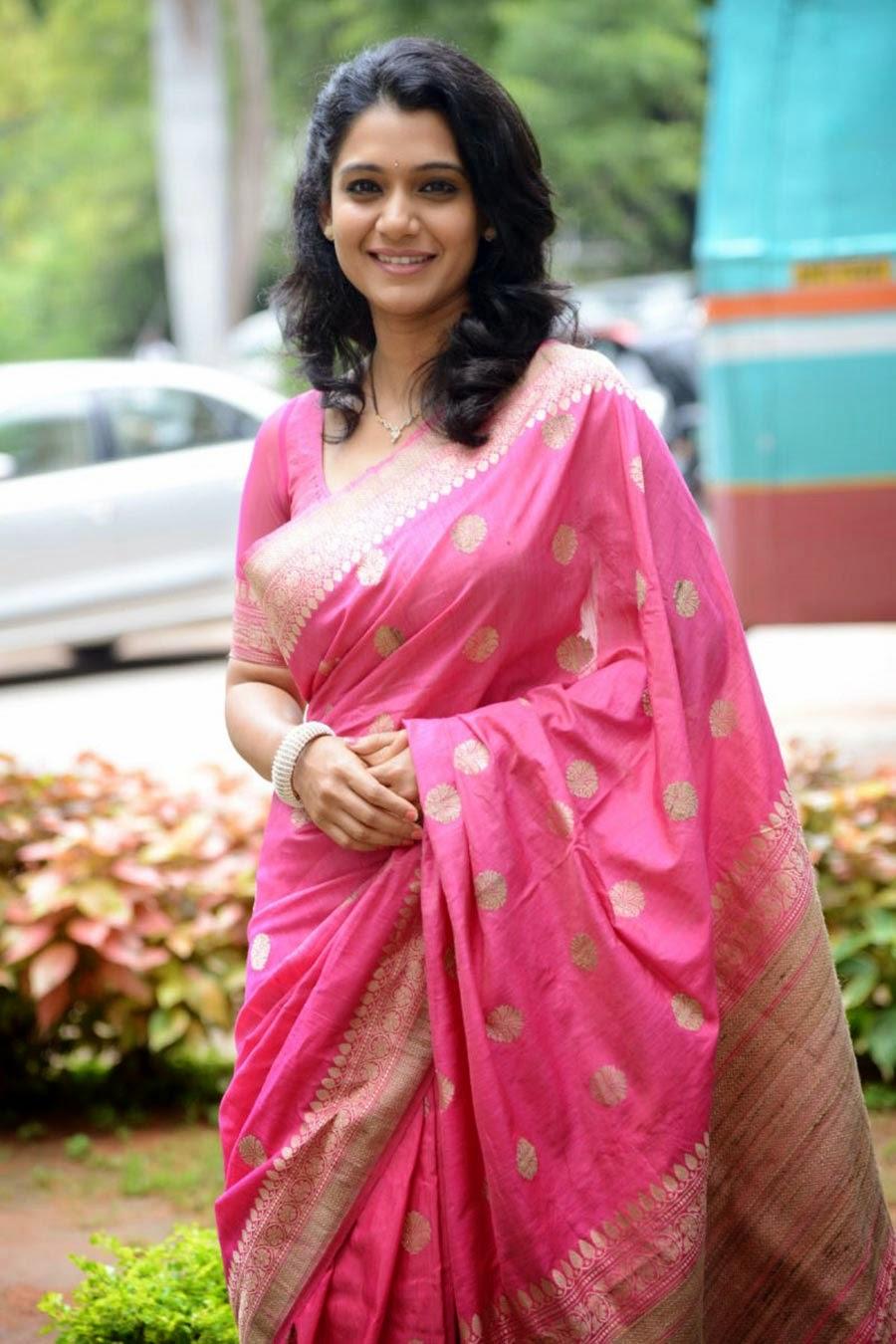 Urmila Kanitkar-Kothare Marathi Actress Photos,Biography