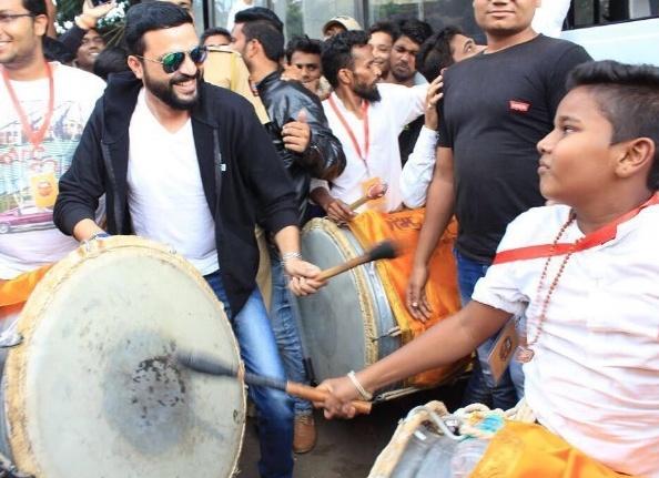 Ankush Chaudhari In Dhol Tasha Group For Ganpati Visarjan