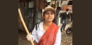 Prajakta Mali clean the roads after Ganapati Visarjan